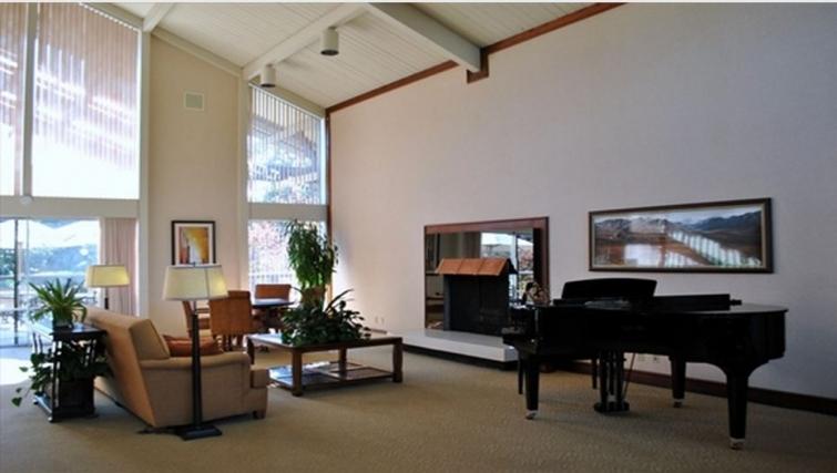 Lobby area at Oak Creek Apartments