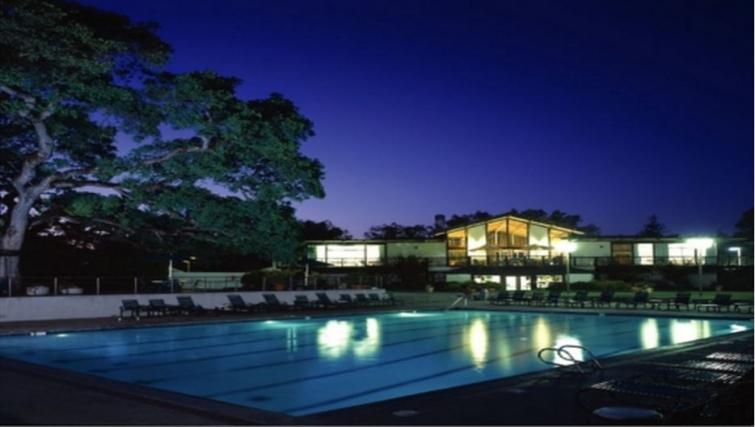 Swimming pool at Oak Creek Apartments