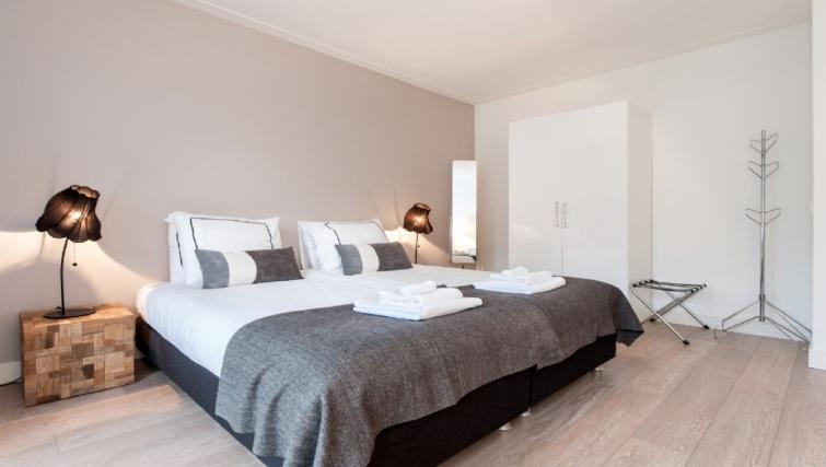Double bedroom at Rijksmuseum Apartments, Amsterdam - Cityden