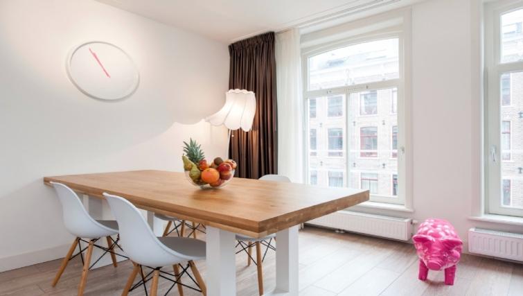 Dining area at Rijksmuseum Apartments, Amsterdam - Cityden