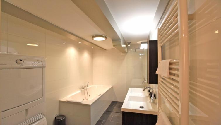 Modern bathroom at Canal Apartments, Amsterdam - Cityden