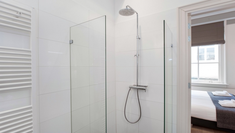 Shower room at Canal Apartments, Amsterdam - Cityden
