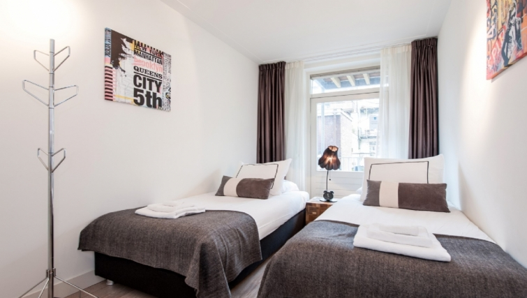 Twin beds at Old Center Apartments, Amsterdam - Cityden
