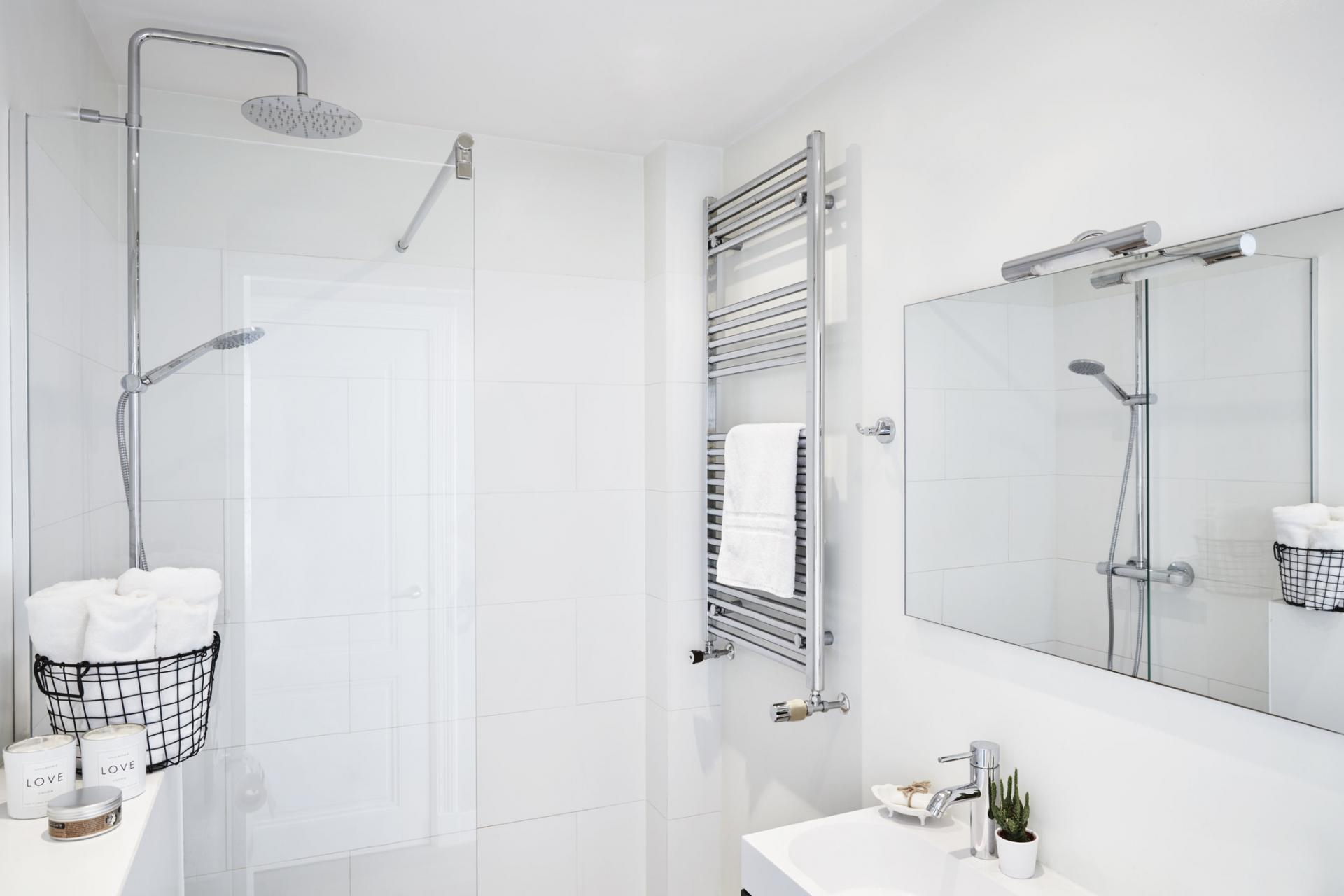 Bathroom at Old Center Apartments, Amsterdam - Cityden