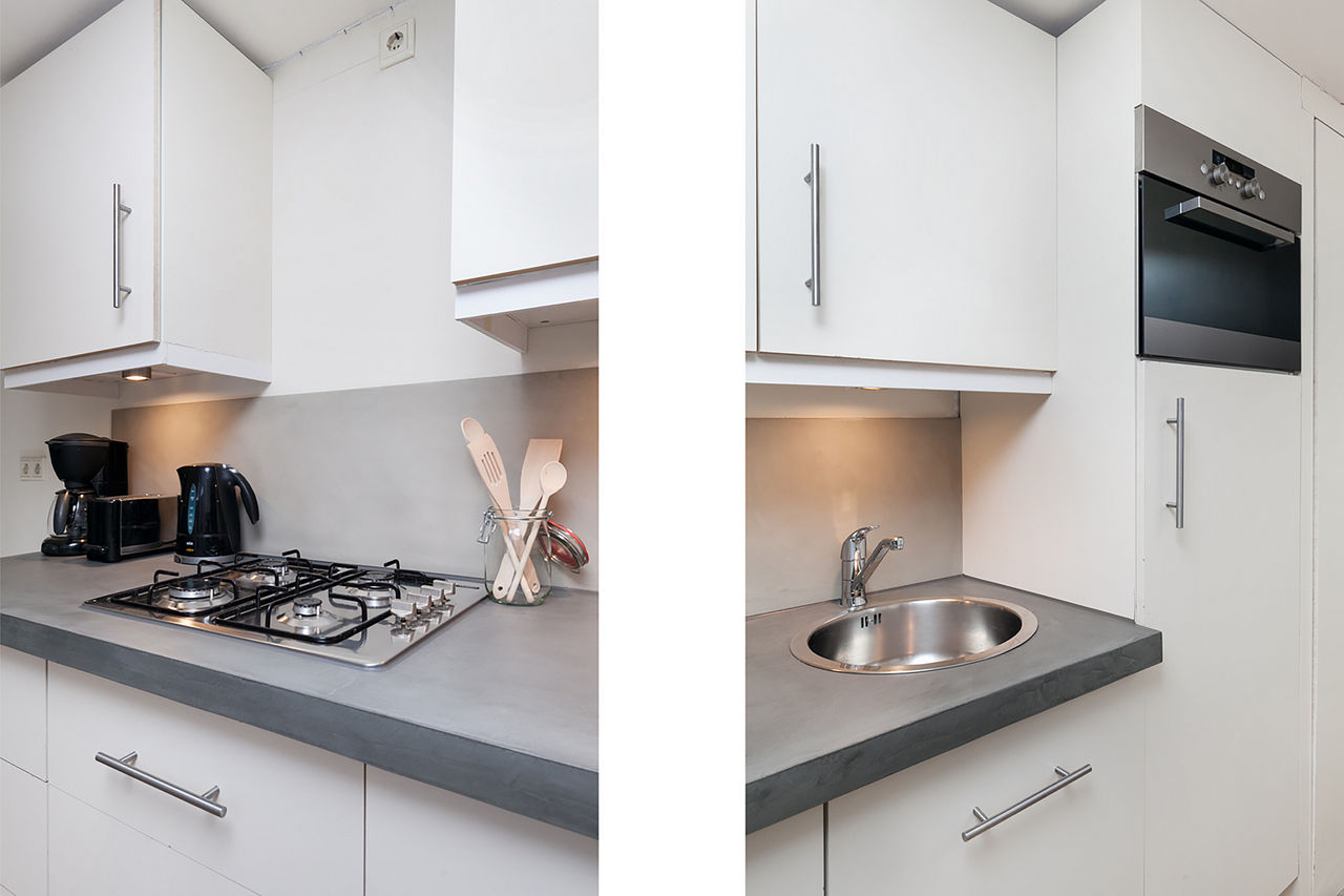 Kitchen facilities at Le Petit Prince III Apartment, Amsterdam