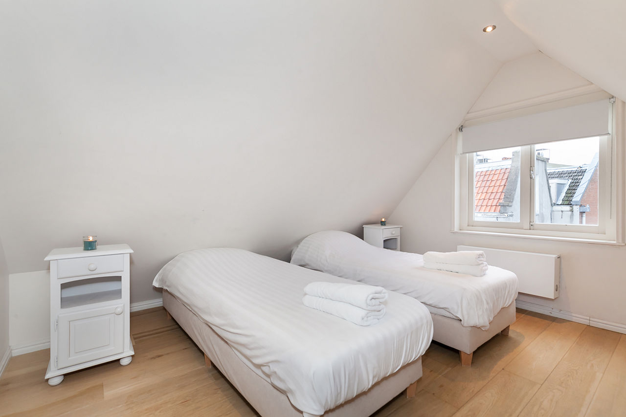 Twin beds at Le Petit Prince III Apartment, Amsterdam