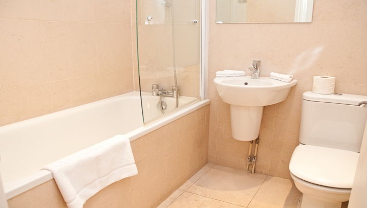 Ideal bathroom at Clarendon 140 Minories