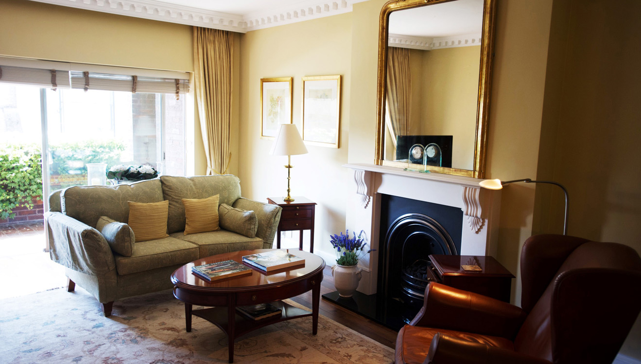 Traditional living area at 9 Hertford Street Apartments