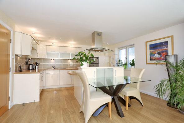 Dining table at Kepplestone Apartments