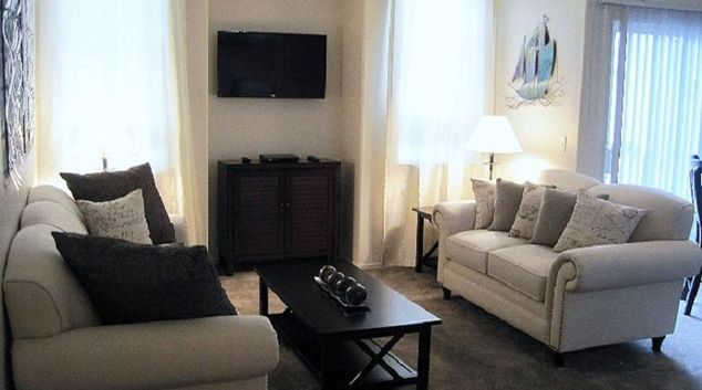 Living area at Pinnacle Mountain View Apartment