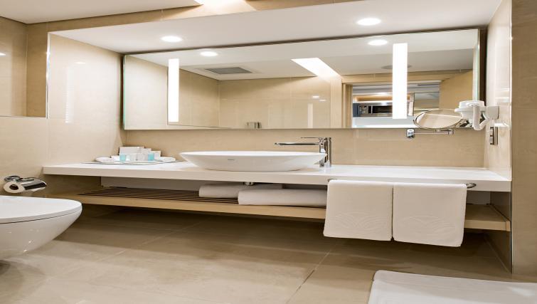Bathroom at Tango Arjaan Apartments