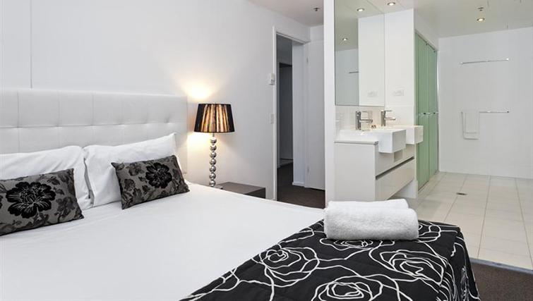Double bedroom in 3 bed at Mantra on the Quay