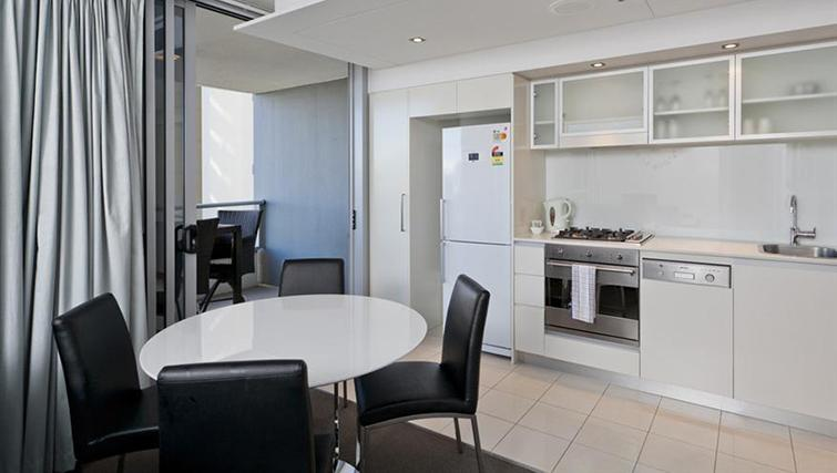 Kitchen in 1 bed at Mantra on the Quay
