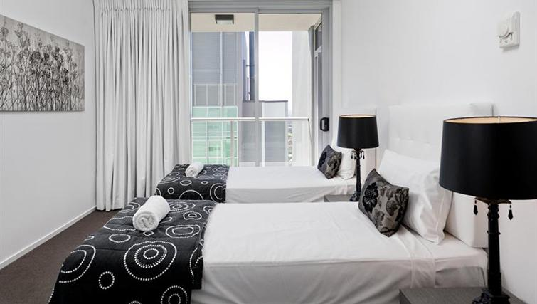 Twin bedroom at Mantra on the Quay