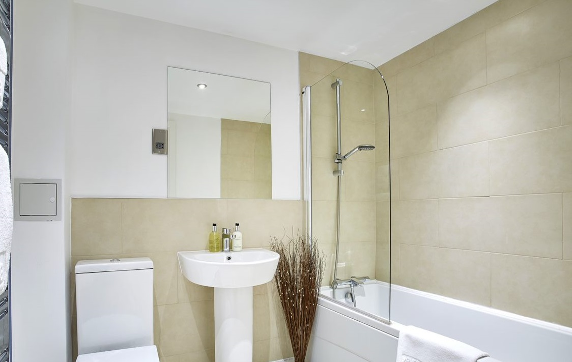 Bathroom at Colne Lodge Apartments, Centre, Staines