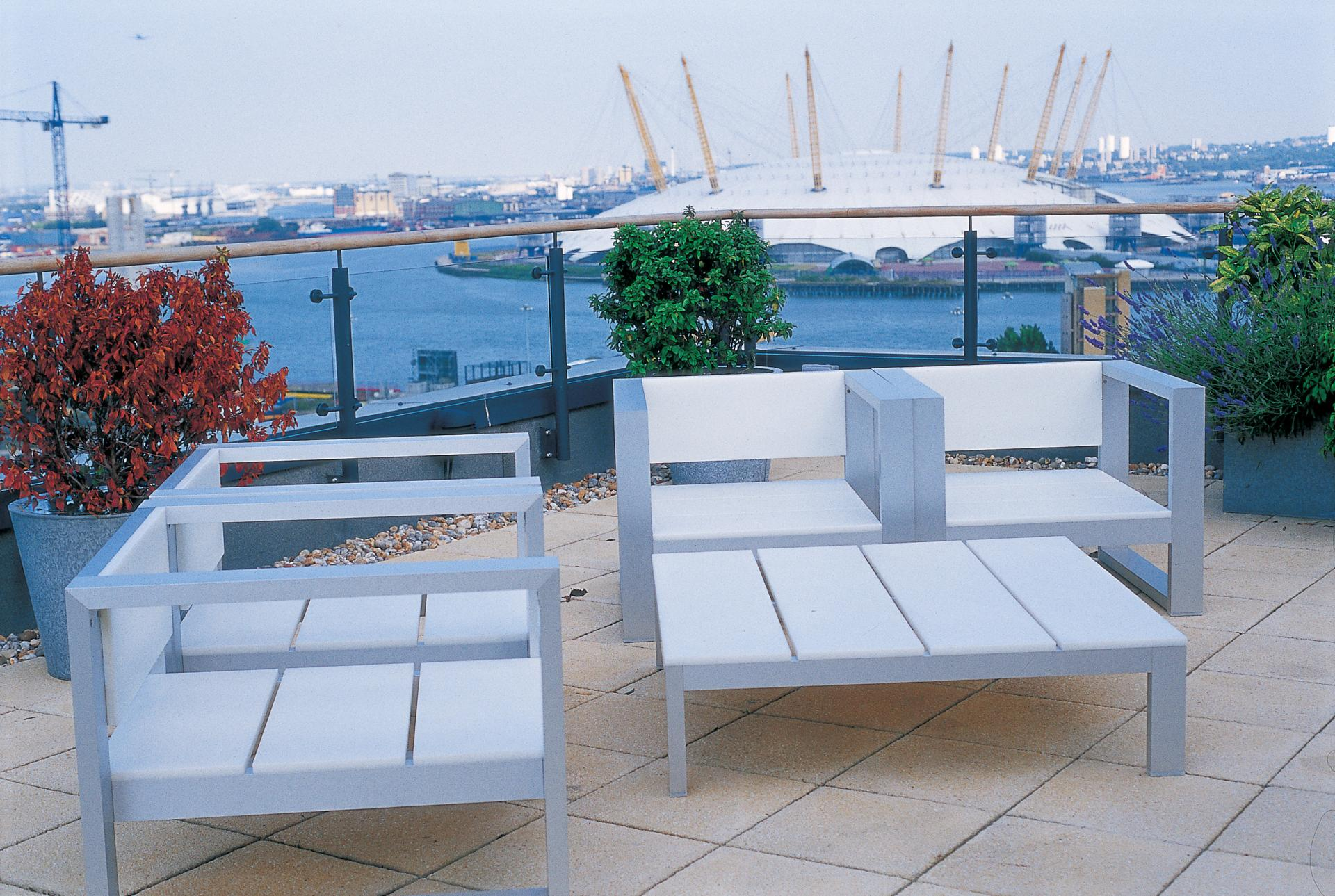 Terrace area at Fraser Place Canary Wharf