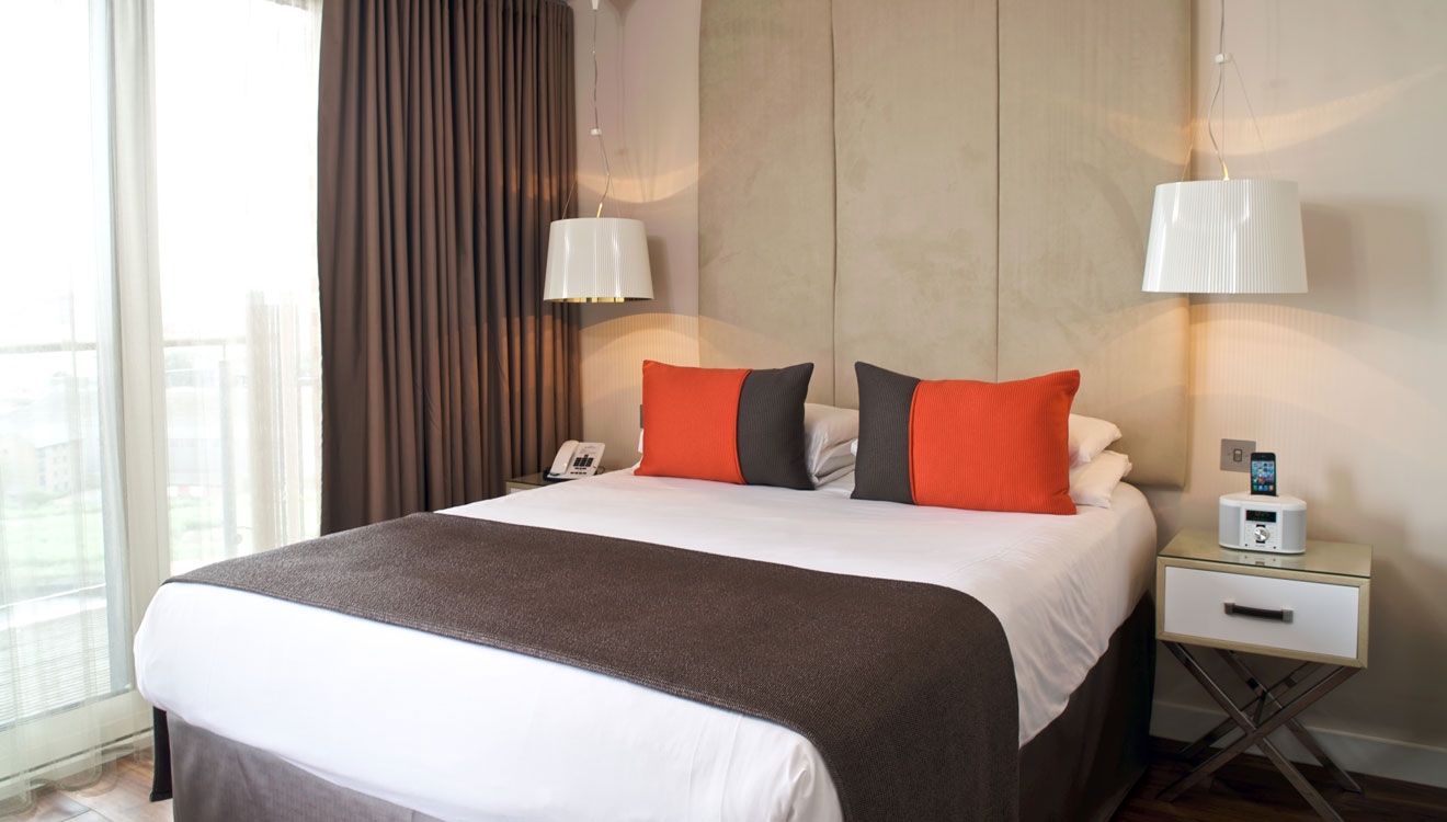 Cosy bedroom at Fraser Place Canary Wharf