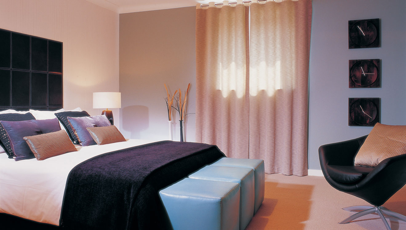 Spacious bedroom at Fraser Place Canary Wharf