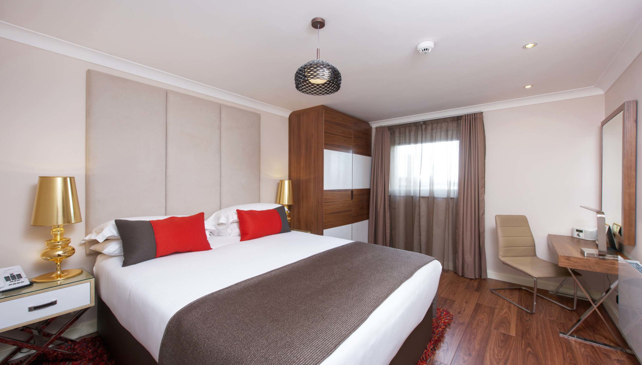 Master bedroom at Fraser Place Canary Wharf