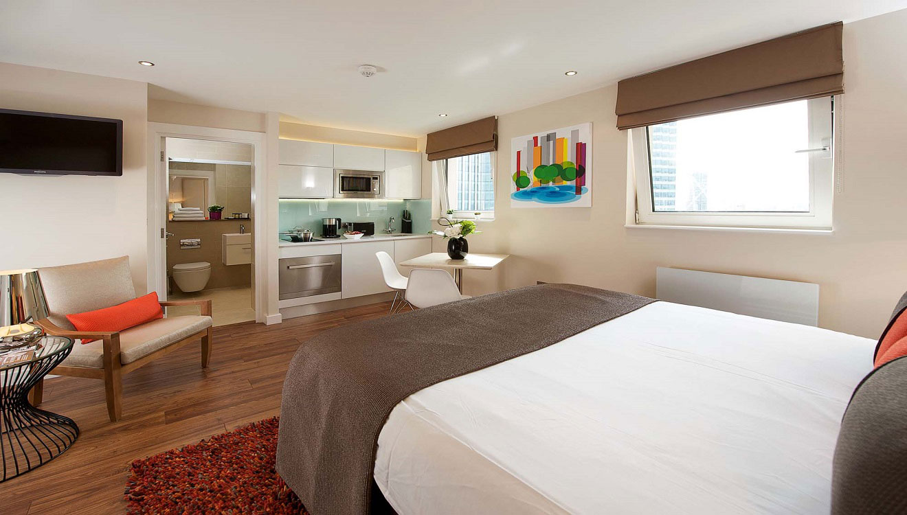 Bright bedroom at Fraser Place Canary Wharf