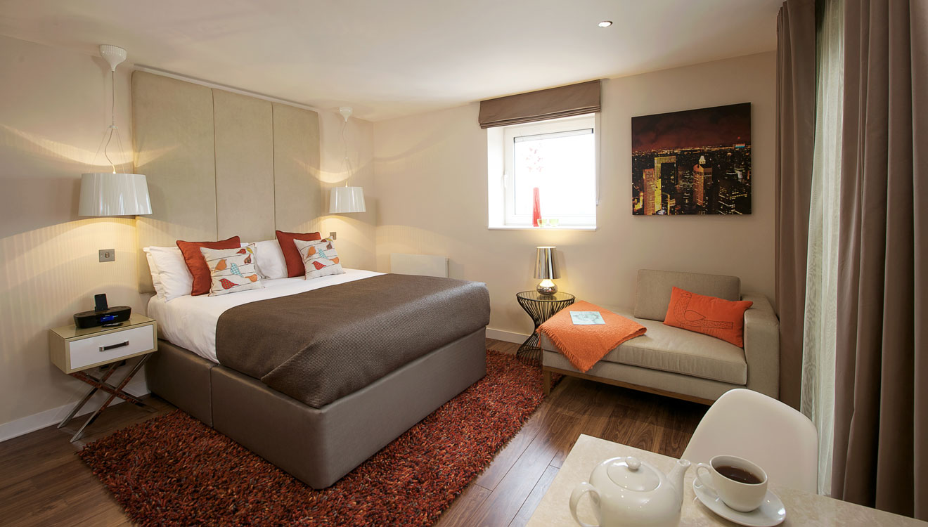 Charming bedroom at Fraser Place Canary Wharf