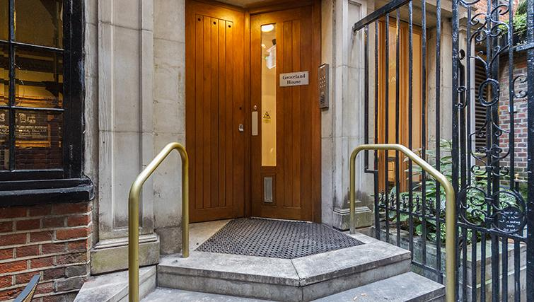Entrance of Groveland Court Apartments