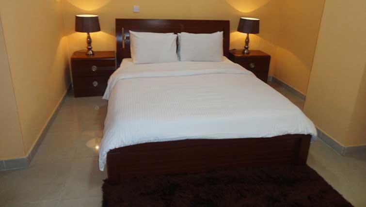 Bed at La Villa Inn Apartments