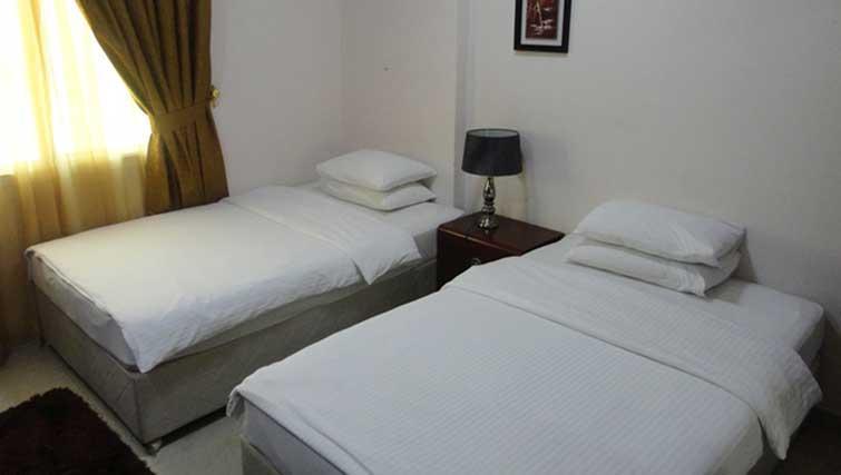 2 beds at La Villa Inn Apartments
