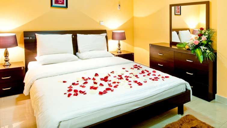 Double bedroom at La Villa Inn Apartments