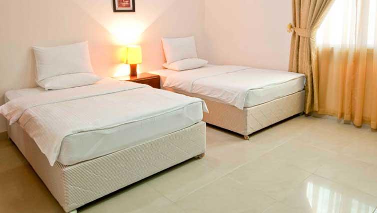 Twin bedroom at La Villa Inn Apartments