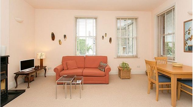 Living area at Rosslyn Hill Apartment