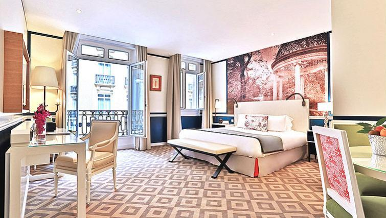 Double bedroom at Fraser Suites Le Claridge Champs-Elysees