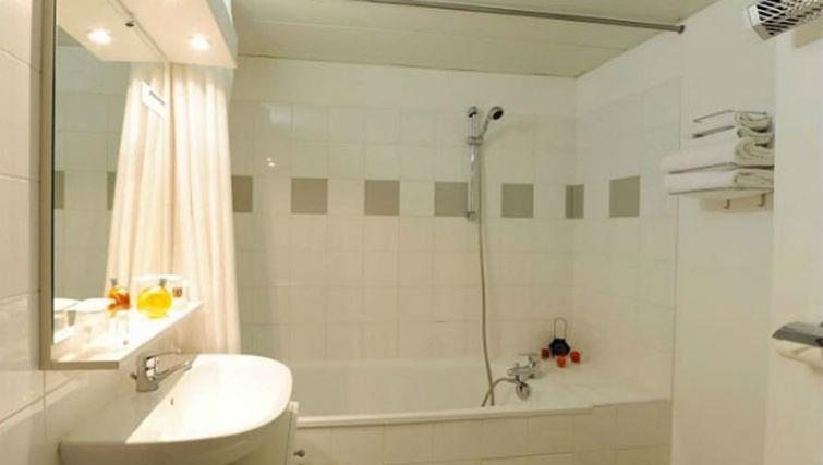 Bathroom at Adagio Access Toulouse Jolimont