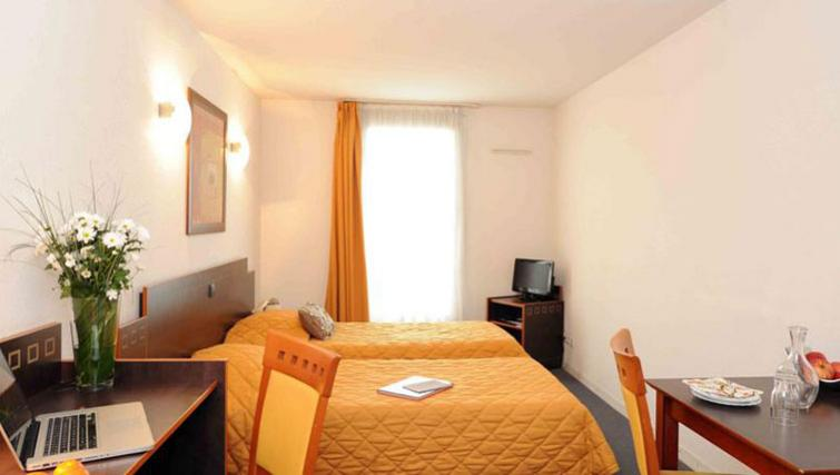 Twin beds at Adagio Access Toulouse Jolimont