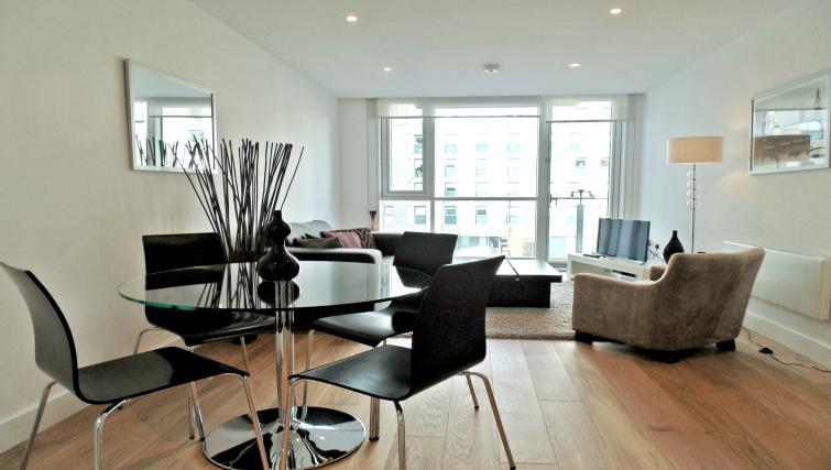 Dining area at Still Life Tower Hill Deluxe
