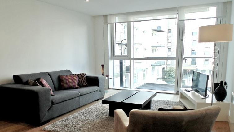 Living room at Still Life Tower Hill Deluxe