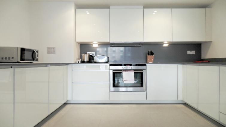 Equipped kitchen at Still Life Tower Hill Deluxe