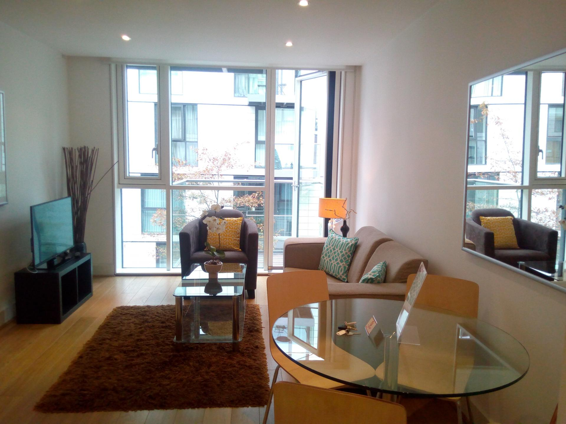 Living space at Still Life Tower Hill Deluxe
