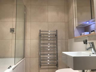 Shower at Still Life Tower Hill Deluxe