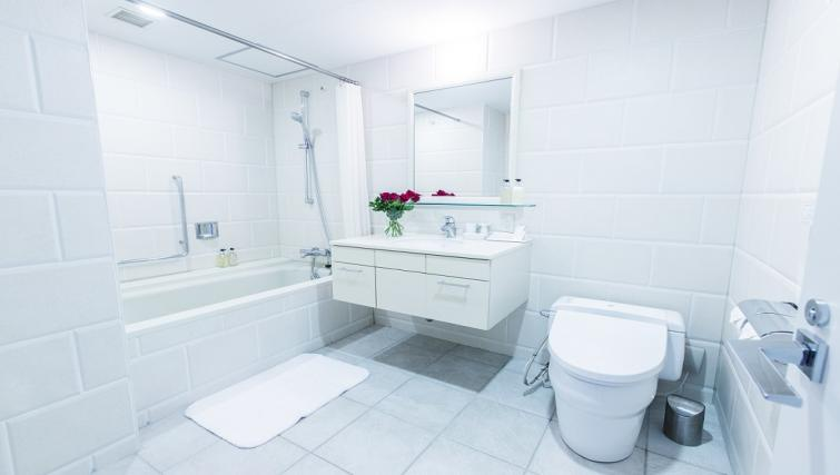 Full bathroom at Somerset Shinagawa Apartments