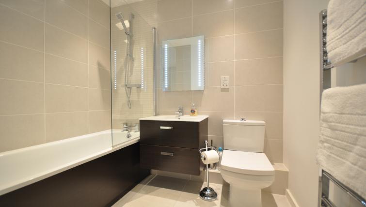 Bath at Saxon House Apartment