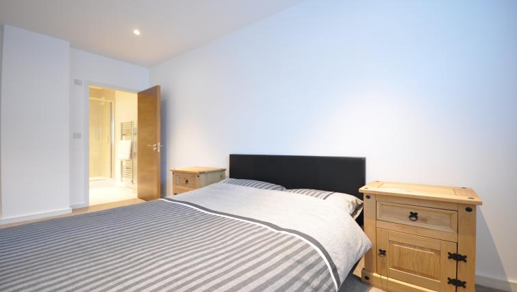 Double bed at Saxon House Apartment