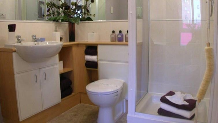 Lochend Serviced Apartments - Edinburgh - SilverDoor