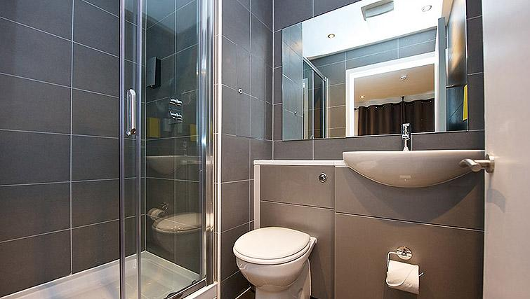 Immaculate bathroom at Staycity Birmingham Newhall Square