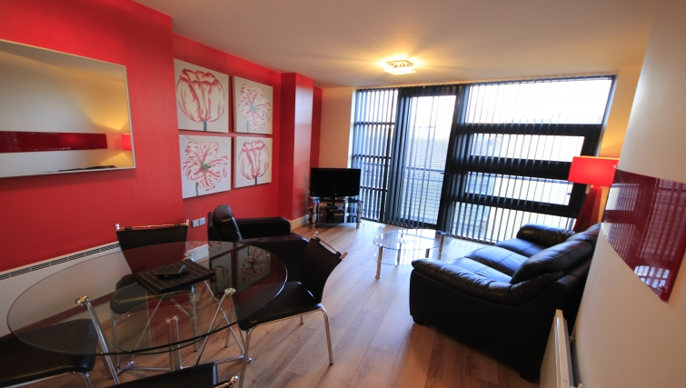 Comfortable living area in Friarsgate Apartments