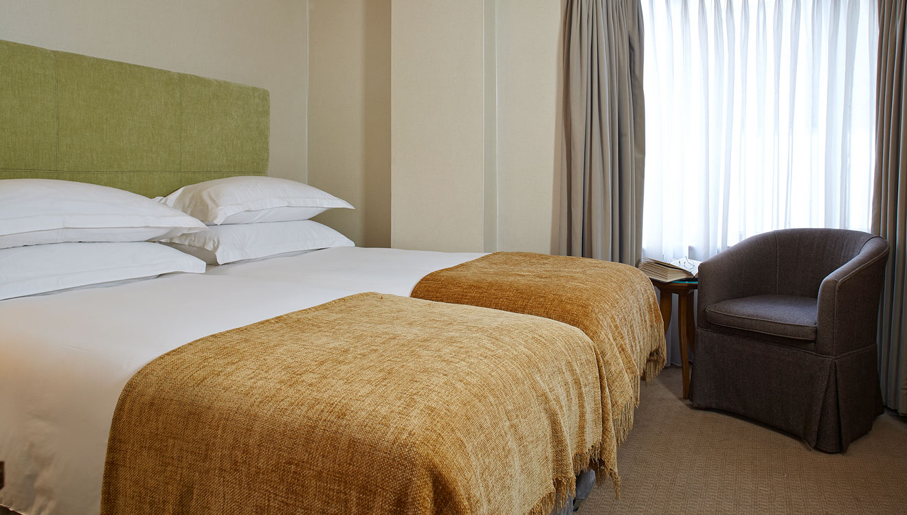 Twin beds at Cheval Knightsbridge - Montpelier Mews Apartments