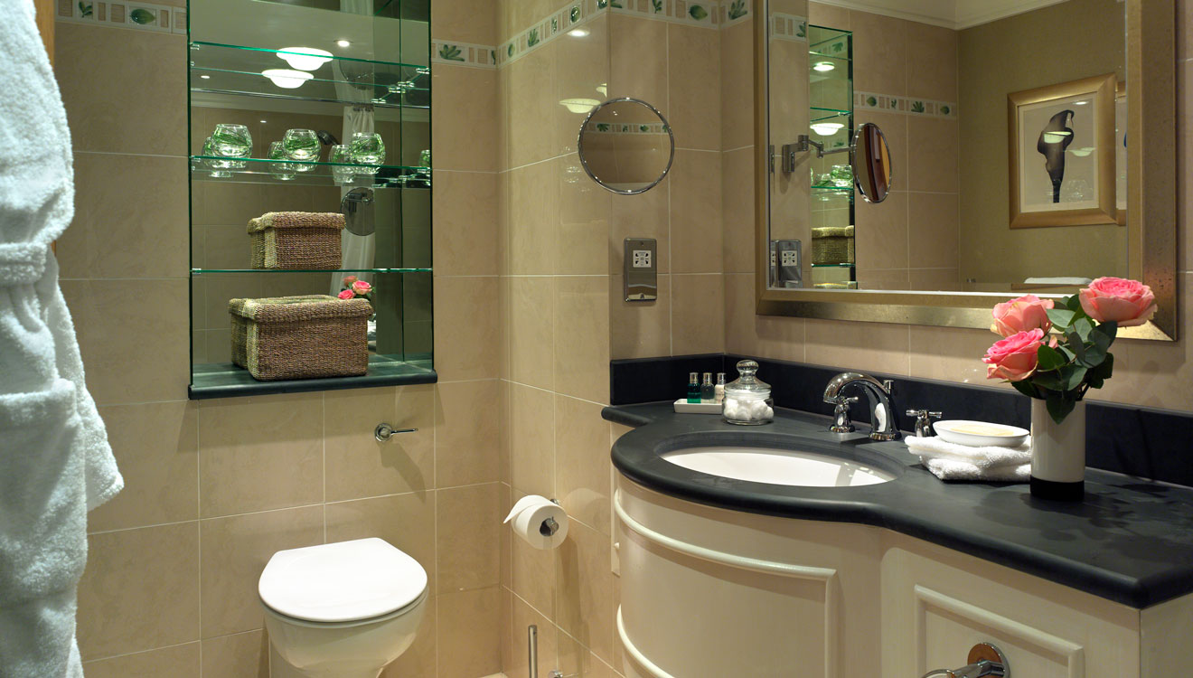 WC at Cheval Knightsbridge - Montpelier Mews Apartments