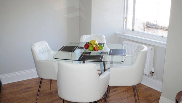 Dining table at Saint Vincent Street Apartments