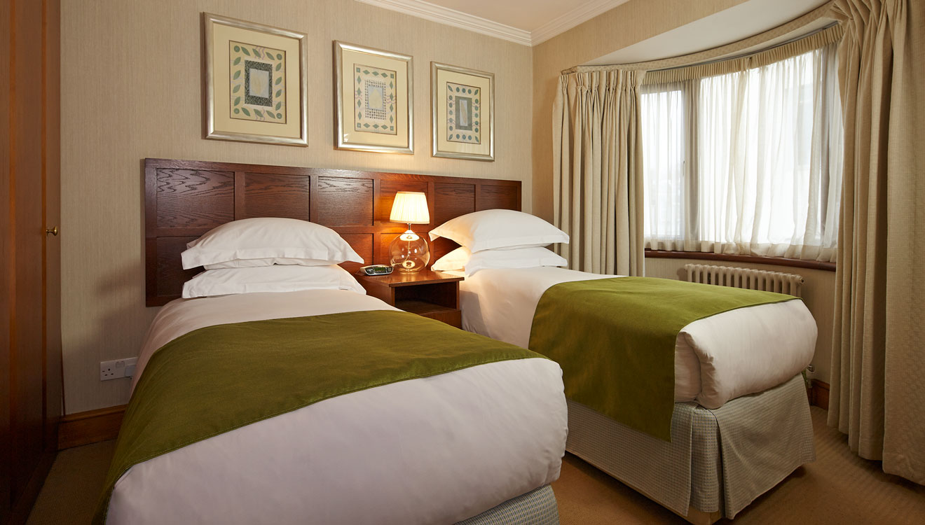 Twin beds at 148 Cheval Brompton Road