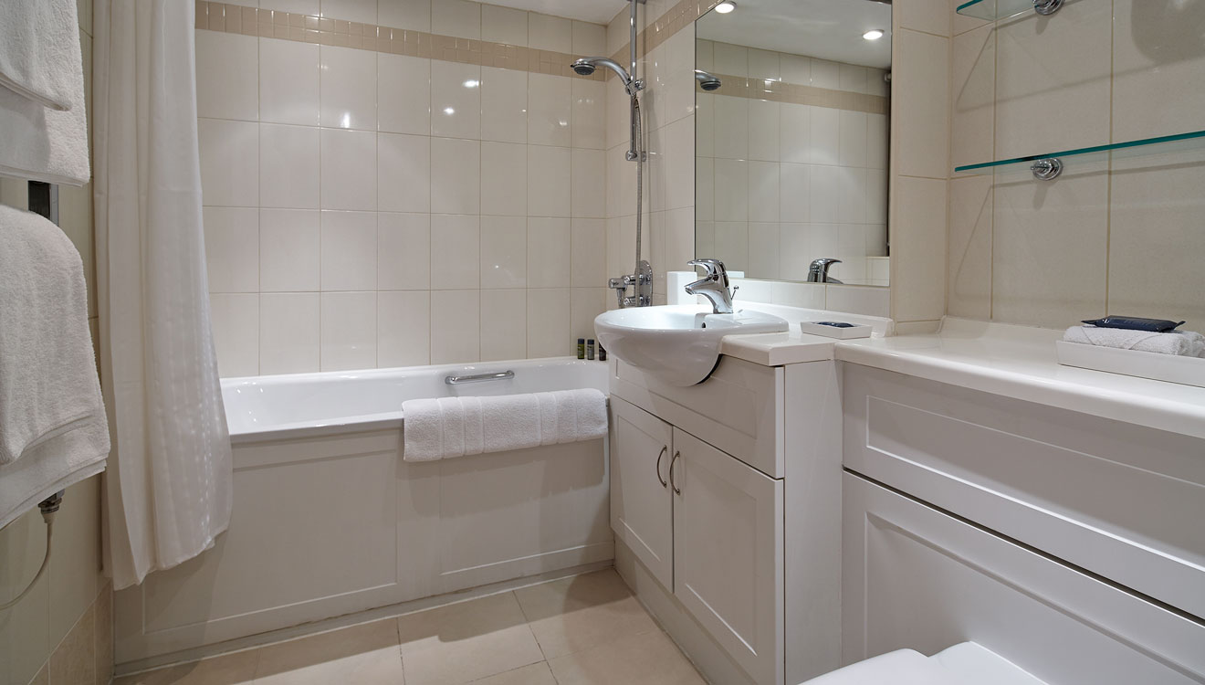 Bathroom at 148 Cheval Brompton Road